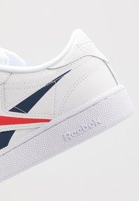Reebok Classic - CLUB C 85 - Zapatillas - white/collegiate navy/scarlet - 5