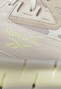 Reebok Classic - ZIG KINETICA CONCEPT TYPE2 - Tenisky - beige - 8