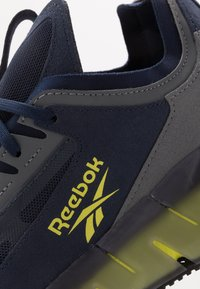 Reebok Classic - ZIG KINETICA CONCEPT TYPE2 - Trainers - navy/hero yellow/cold grey - 5