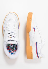 Reebok Classic - CLUB - Sneakers laag - white/radiant red/blast blue - 1