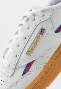 Reebok Classic - CLUB - Sneakers laag - white/radiant red/blast blue - 5