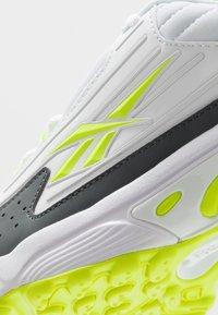 Reebok Classic - DMX SERIES 2200 - Sneakersy niskie - white/true grey/solar yellow - 5