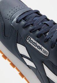 Reebok Classic - Sneakers basse - collegiate navy/white - 5