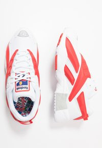 Reebok Classic - INTV 96 SHOES - Zapatillas - white/rad red