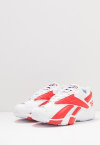 Reebok Classic - INTV 96 SHOES - Zapatillas - white/rad red - 2