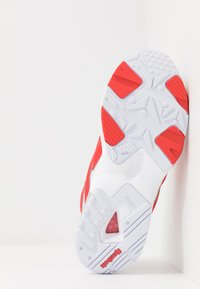 Reebok Classic - INTV 96 SHOES - Zapatillas - white/rad red - 4