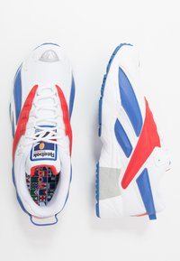 Reebok Classic - INTV 96 SHOES - Tenisky - white/blue blast/radiant red - 1