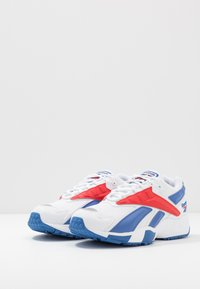 Reebok Classic - INTV 96 SHOES - Tenisky - white/blue blast/radiant red - 2
