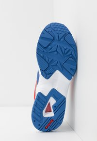 Reebok Classic - INTV 96 SHOES - Tenisky - white/blue blast/radiant red - 4