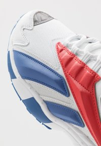 Reebok Classic - INTV 96 SHOES - Tenisky - white/blue blast/radiant red - 5