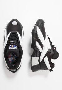 Reebok Classic - INTV 96 SHOES - Tenisky - black/white - 1