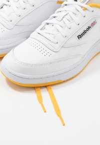 Reebok Classic - CLUB C 85 - Trainers - white/fierce gold/black - 5
