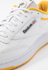 Reebok Classic - CLUB C 85 - Trainers - white/fierce gold/black - 6