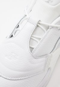 Reebok Classic - ANSWER V - Trainers - white - 5