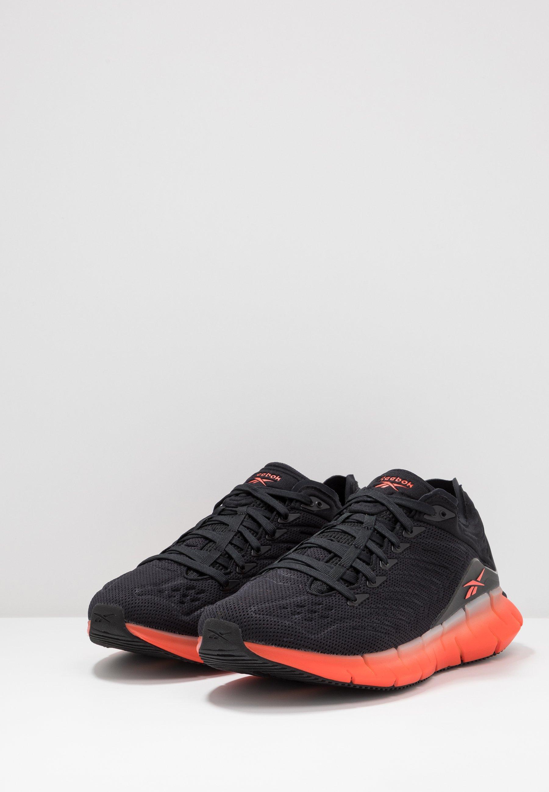 Reebok Classic ZIG KINETICA - Sneakersy niskie - black/sun baked orange/vivid orange