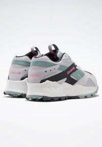 Reebok Classic - AZTREK 93 ADVENTURE SHOES - Sneakers - sterling grey - 3