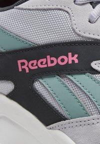 Reebok Classic - AZTREK 93 ADVENTURE SHOES - Sneakers - sterling grey - 5