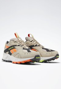 Reebok Classic - AZTREK 93 ADVENTURE SHOES - Sneakers - modern beige - 2