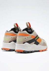 Reebok Classic - AZTREK 93 ADVENTURE SHOES - Sneakers - modern beige - 3