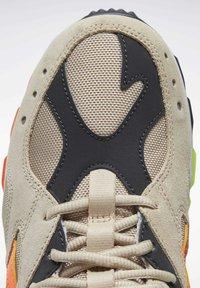 Reebok Classic - AZTREK 93 ADVENTURE SHOES - Sneakers - modern beige - 8
