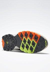 Reebok Classic - AZTREK 93 ADVENTURE SHOES - Sneakers - modern beige - 4