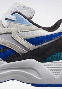 Reebok Classic - AZTREK 96 SHOES - Sneakers laag - white - 7