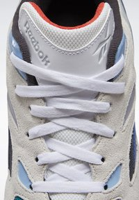 Reebok Classic - AZTREK 96 SHOES - Sneakers laag - white - 8