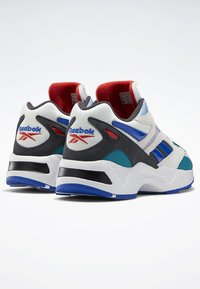 Reebok Classic - AZTREK 96 SHOES - Sneakers laag - white - 3