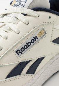 Reebok Classic - CLUB REVENGE - Sneakers laag - chalk/navy/porcel - 5