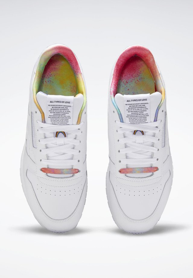 CLASSIC LEATHER PRIDE SHOES - Sneakersy niskie - white