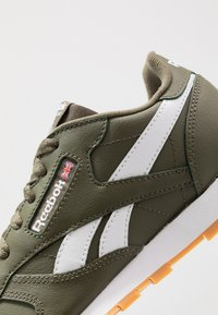 Reebok Classic - CLASSIC - Sneakers basse - army green/white - 2