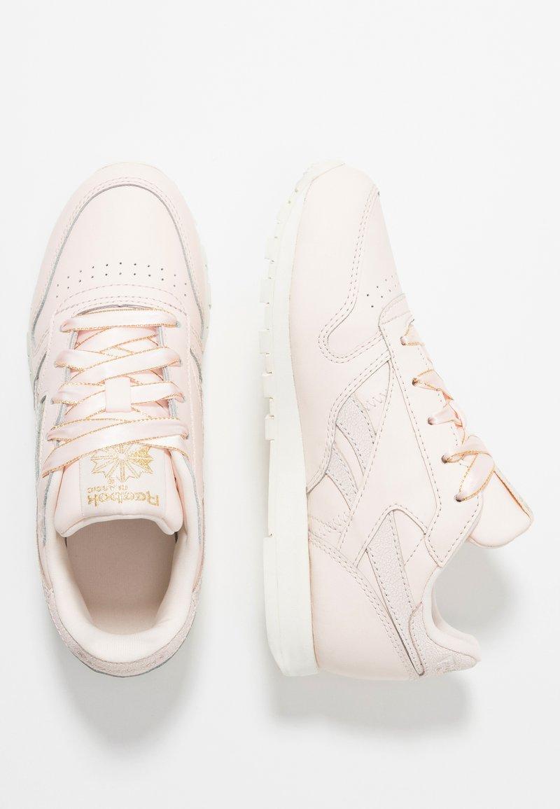 Reebok Classic - CLASSIC - Sneaker low - pale pink/chalk/gold
