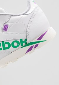 Reebok Classic - CLASSIC - Tenisky - white/emerald/grape - 2