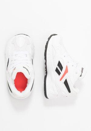 AZTREK 96 - Baskets basses - white/porcelain/neon