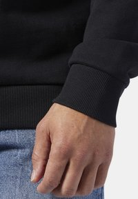 Reebok Classic - CLASSICS VECTOR CREW SWEATSHIRT - Sweatshirt - black - 4
