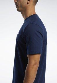 Reebok Classic - CLASSICS VECTOR TEE - T-shirts - blue - 4