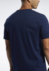 Reebok Classic - CLASSICS VECTOR TEE - T-shirts - blue - 5