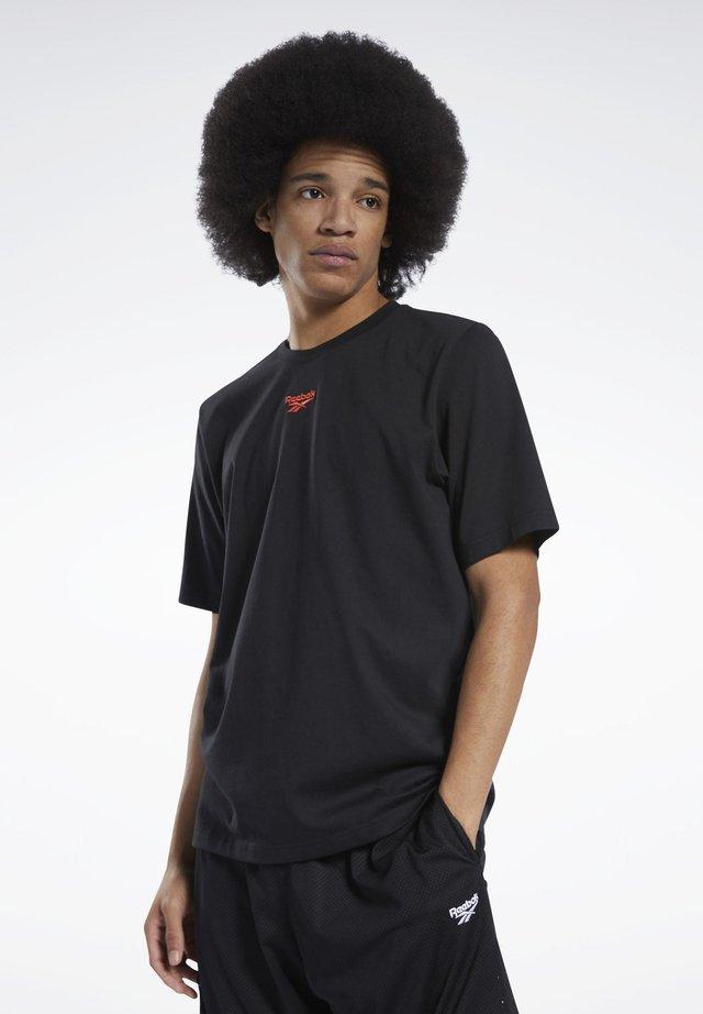 CLASSICS BASKETBALL TEE - Print T-shirt - black