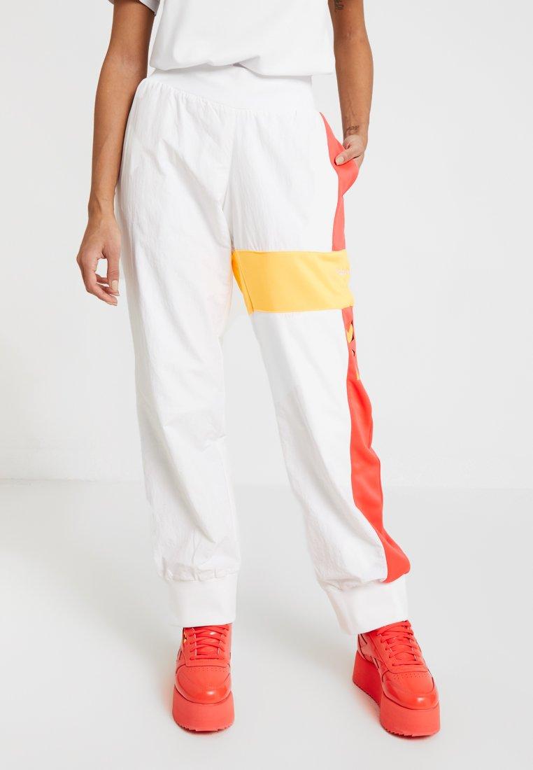 Reebok Classic - GIGI FOR REEBOK TRACK PANTS - Spodnie treningowe - white