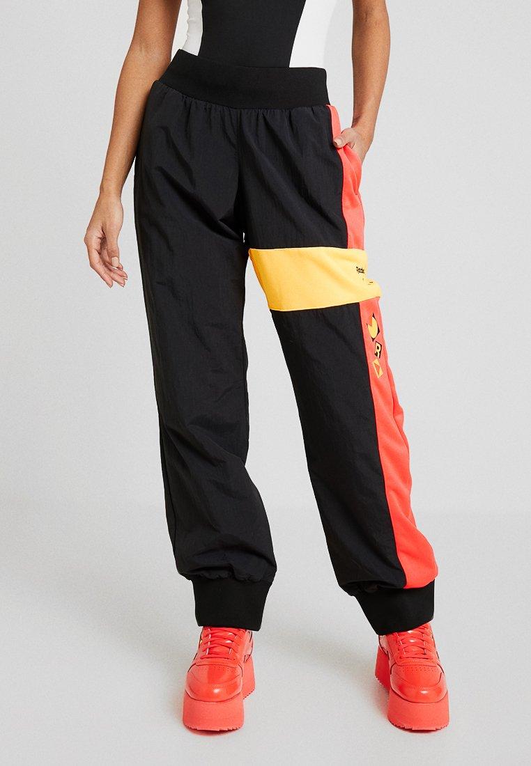 Reebok Classic - GIGI FOR REEBOK TRACK PANTS - Pantalon de survêtement - black