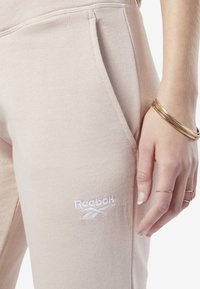 Reebok Classic - CLASSICS VECTOR BIG LOGO PANTS - Tracksuit bottoms - buff - 3