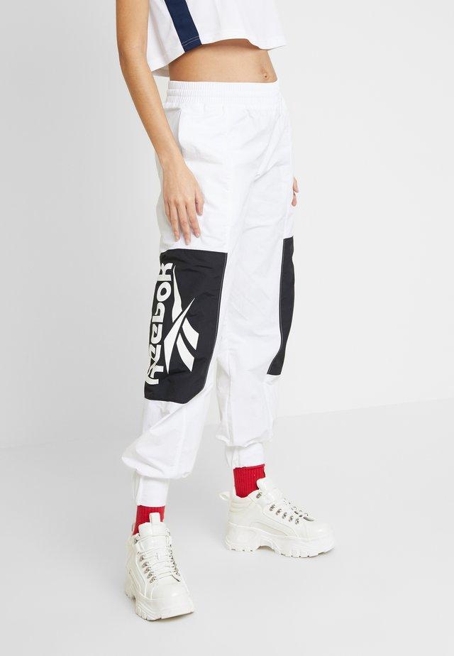PANTS - Teplákové kalhoty - white