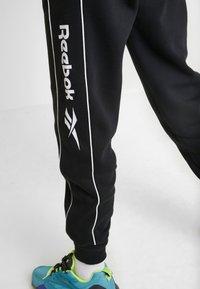 Reebok Classic - LINEAR PANT - Pantalones deportivos - black - 5
