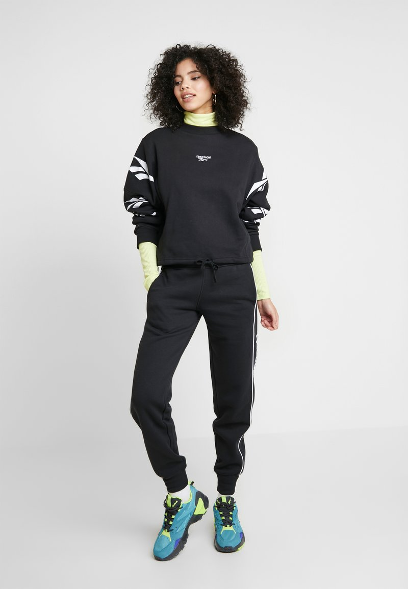 Reebok Classic - LINEAR PANT - Pantalones deportivos - black