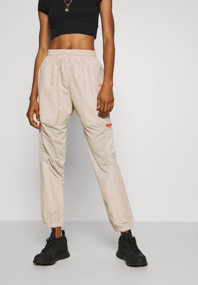 POCKET PANTS - Verryttelyhousut - modern beige