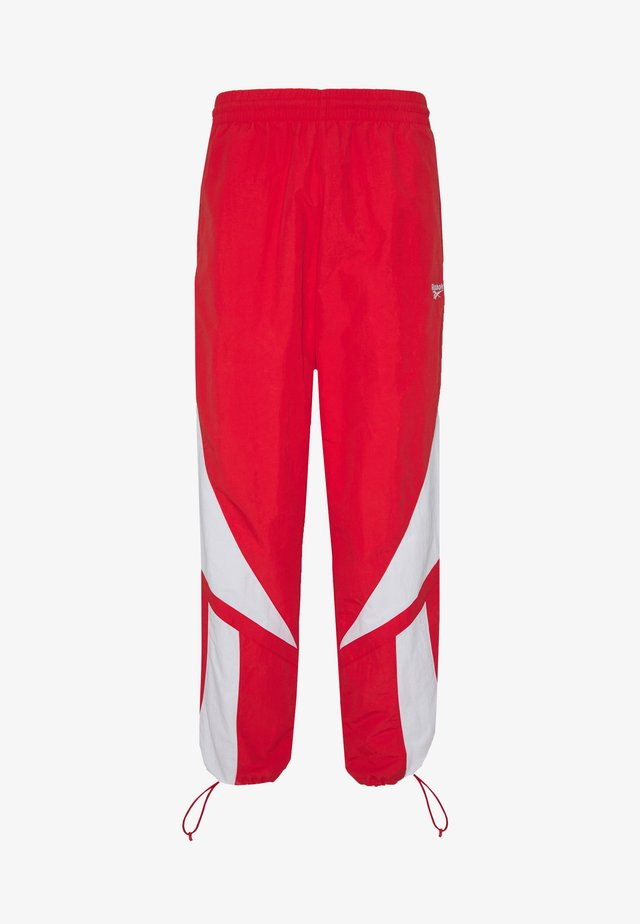 2020-04-01 CLASSICS TWIN VECTOR TRACK PANTS - Träningsbyxor - radiant red