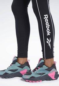 Reebok Classic - CLASSICS LINEAR LEGGINGS - Leggings - Trousers - black - 4