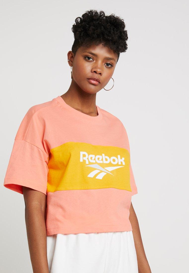 Reebok Classic - CROPEED TEE - Print T-shirt - stellar pink/trek gold