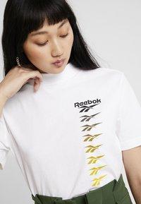 Reebok Classic - CROPEED TEE - Triko spotiskem - white - 4