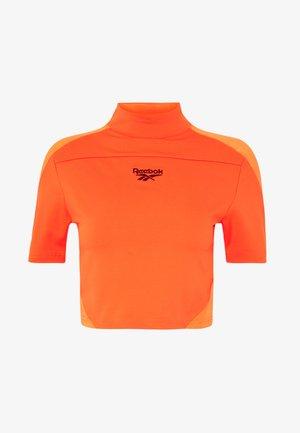 TIGHT  - T-shirt z nadrukiem - vivid orange